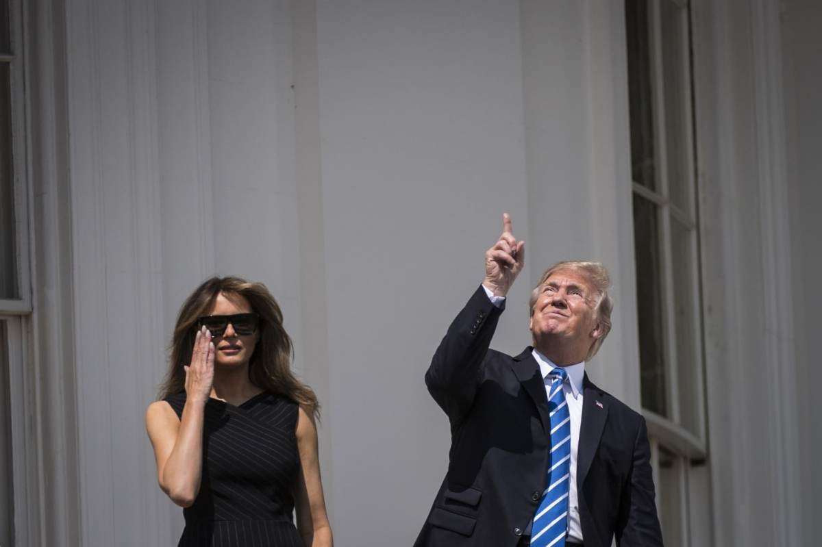 Trump celebrates solar eclipse by looking up without special viewing glasses - The Washington Post